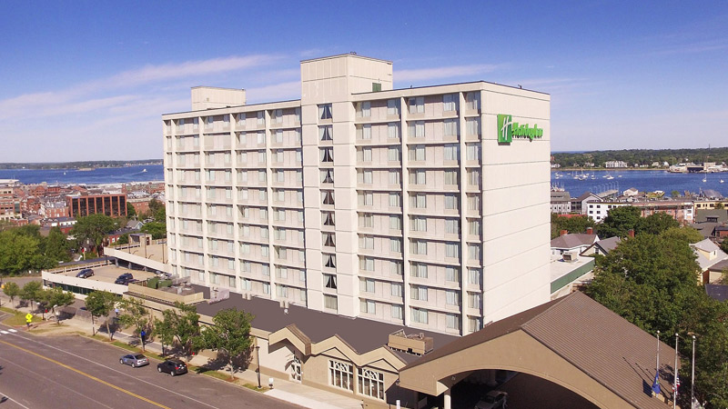 Holiday Inn By The Bay 1
