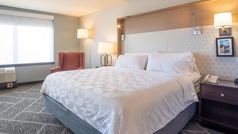 Holiday Inn By The Bay - King Bedded Room