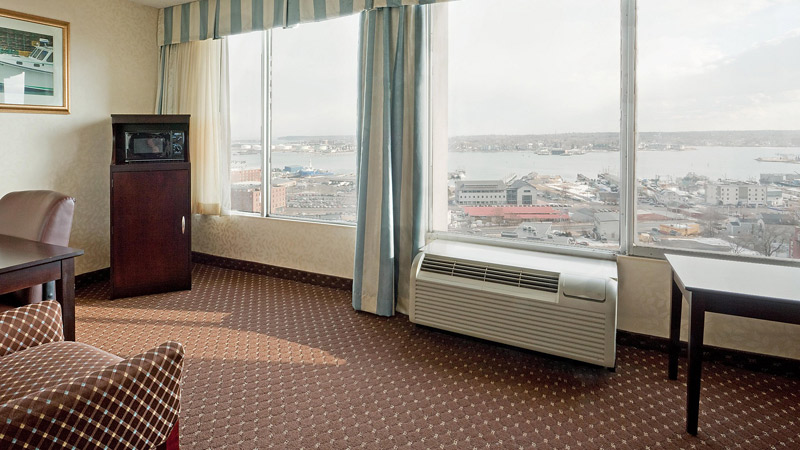 Holiday Inn By The Bay Views